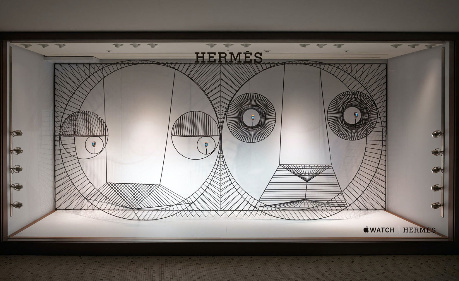 Window Display Hermes